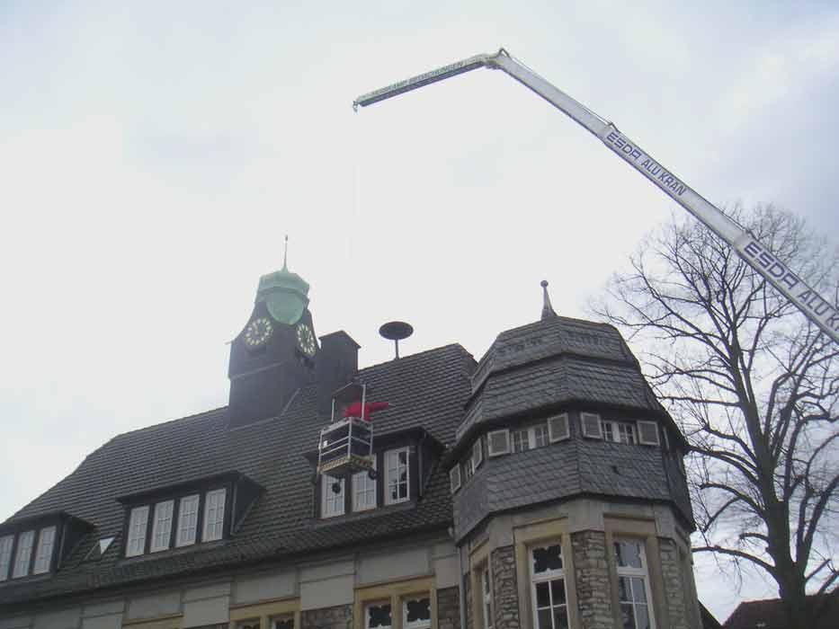 grosses Bild zeigen: Rathaus bekommt Besuch von oben