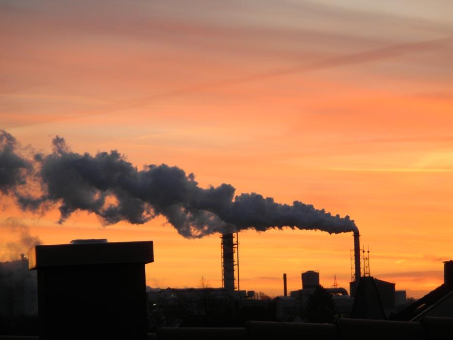 grosses Bild zeigen: Die Zuckerfabrik im Morgenrot