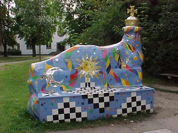 grosses Bild zeigen: Ehemalige Schachspielfigur auf dem Sedanplatz